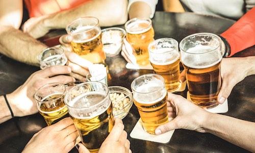 CityGames Hannover JGA Männer Tour: Biergrüßung zum Start der Jungggesellenabschied Tour. Geht aber auch mit Sekt oder Softdrink